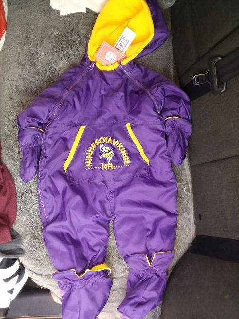 c1bde9e28 6-9 month old NFL Minnesota Vikings Reversible Snow Suit. (New with  official tags)