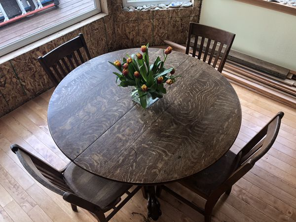 Antique Round Oak Wood Claw Foot Dining Table For Sale In Gig Harbor