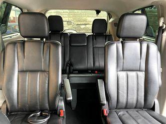 2012 Chrysler Town & Country Thumbnail