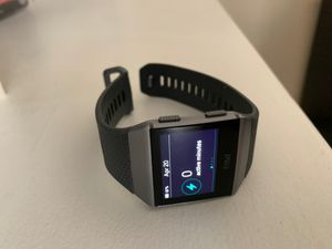 Photo Fitbit Ionic, Near Mint condition, like new. Includes watch, band and charger!