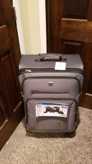 Protege 5piece luggage set for Sale in Maywood, IL