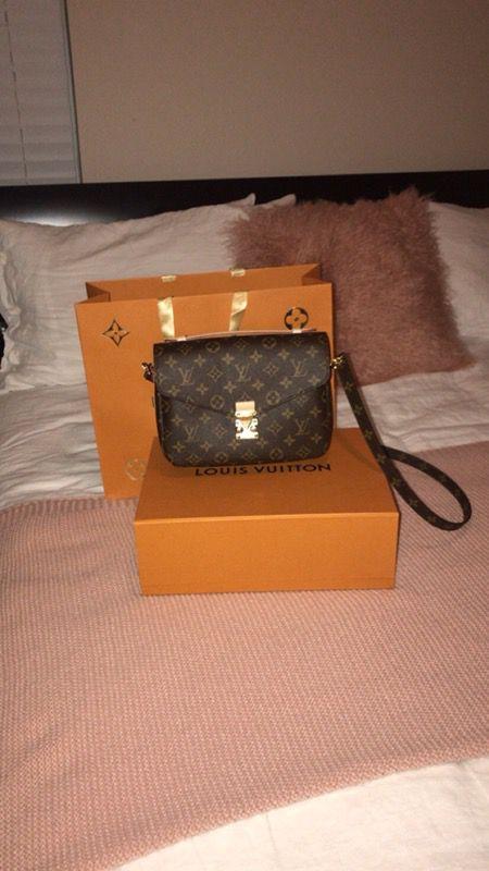df4f84ad4c58 Louis Vuitton Pochette Metis for Sale in Royal Palm Beach