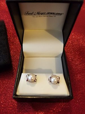 52a5bc2cae2e 10k white gold pearls and diamonds earrings for Sale in Everett