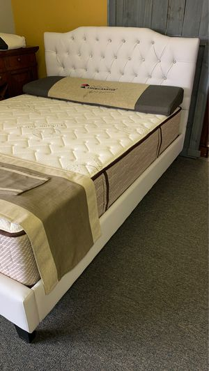 Photo Queen size white diamond platform bed with Free Mattress and free delivery