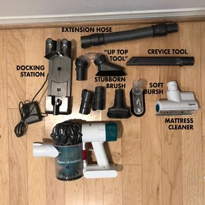 Dyson V6 Mattress Handheld Vacuum for Sale in Los Angeles, CA
