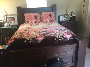 Bedroom set 2 years old real wood for Sale in Enterprise, FL