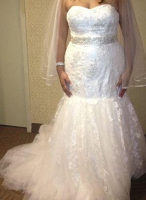 Oleg Cassini Wedding gown and sash for Sale in Germantown, MD