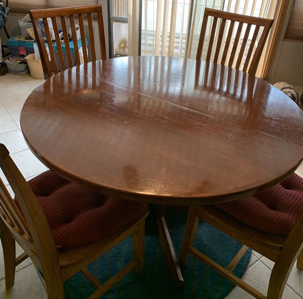 Nice dining room set with 4 chairs for Sale in ...