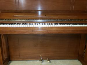 Steinway upright piano V 45, 1980, great condition for Sale in Warrenton, VA