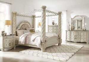 Photo Cassimore - Pearl Silver - 7 Pc. - Dresser, Mirror & California King UPH Poster Canopy Bed