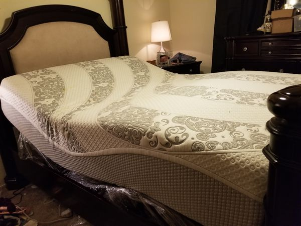 Richmond Luxury Adjustable bed WITH REMOTE!!  Queen for Sale in