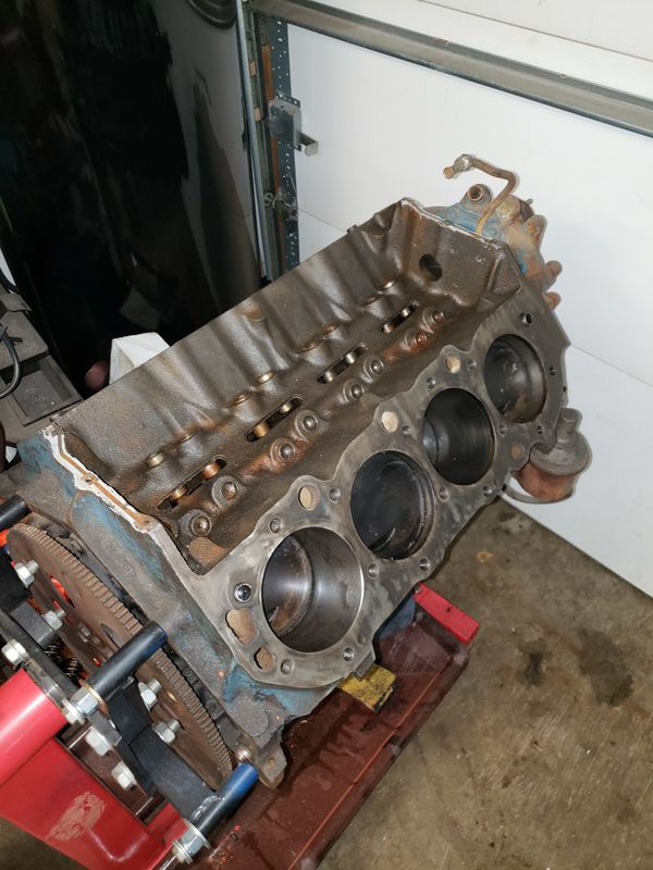 454 Big block flat top piston motor 3999289 and 781 heads for Sale in  Willow Springs, IL - OfferUp