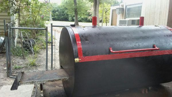 Pig cooker Grill for Sale in Goldsboro, NC - OfferUp