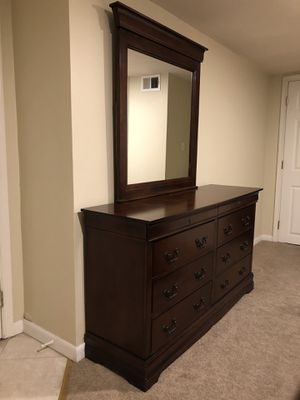 Dresser & Mirror (Price Negotiable) for Sale in Washington, DC