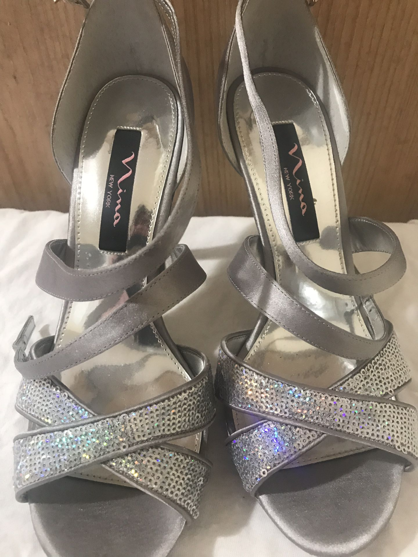 Nina of New york , Iridescent silver sandals size 8