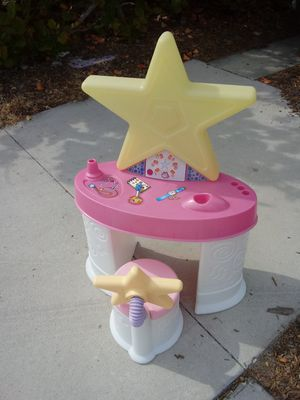 Photo Little Tykes 🌟 VANITY with chair with Storage