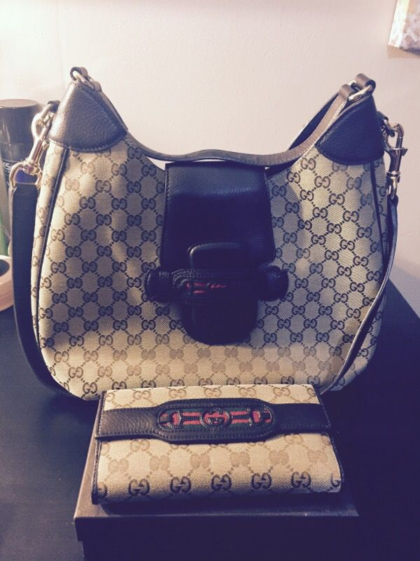 0dd0e9b5b5c1 Gucci bag and wallet bought for Gucci store At Nordstrom downtown Portland  slight used. Still look brand new. for Sale in Portland, OR - OfferUp