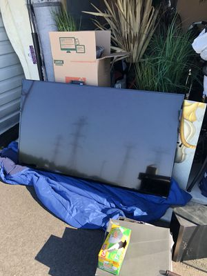 70 inch Vizio Smart Tv with Wall mount!!! MUST GO!!!! for Sale in Burlington, NJ