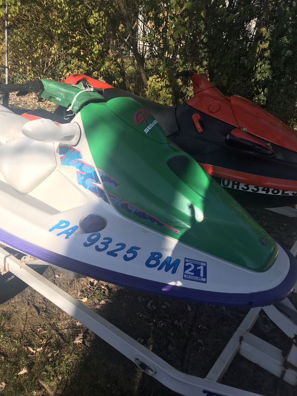 3 seater sea doo gtx 1996 & 3 seater wave runner 1996 both 60 mph on water & jet boat must sell 5000