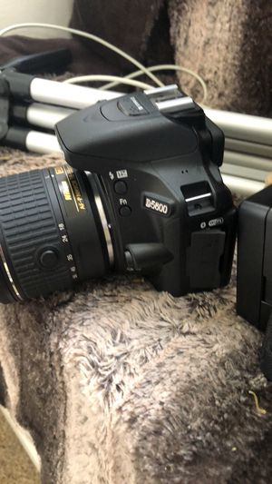 Nikon D5600 for Sale in St. Louis, MO