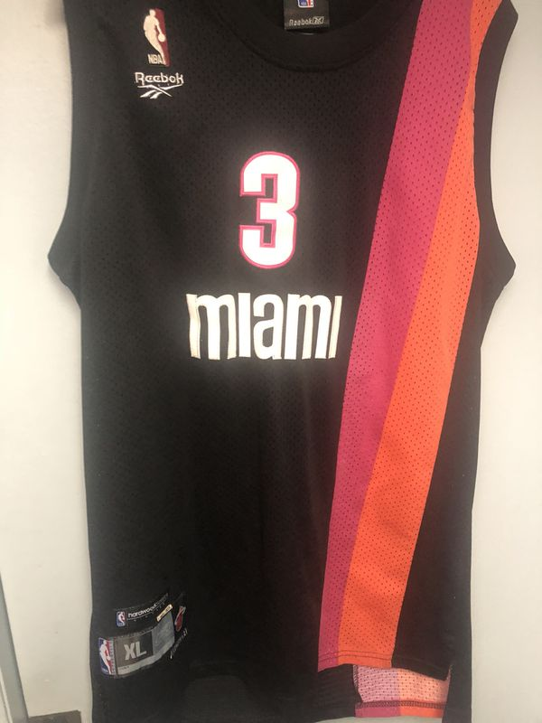 separation shoes ac84f 6bac7 Miami Heat Dwayne wade Floridians throwback nba jersey XL! for Sale in  Cresskill, NJ - OfferUp
