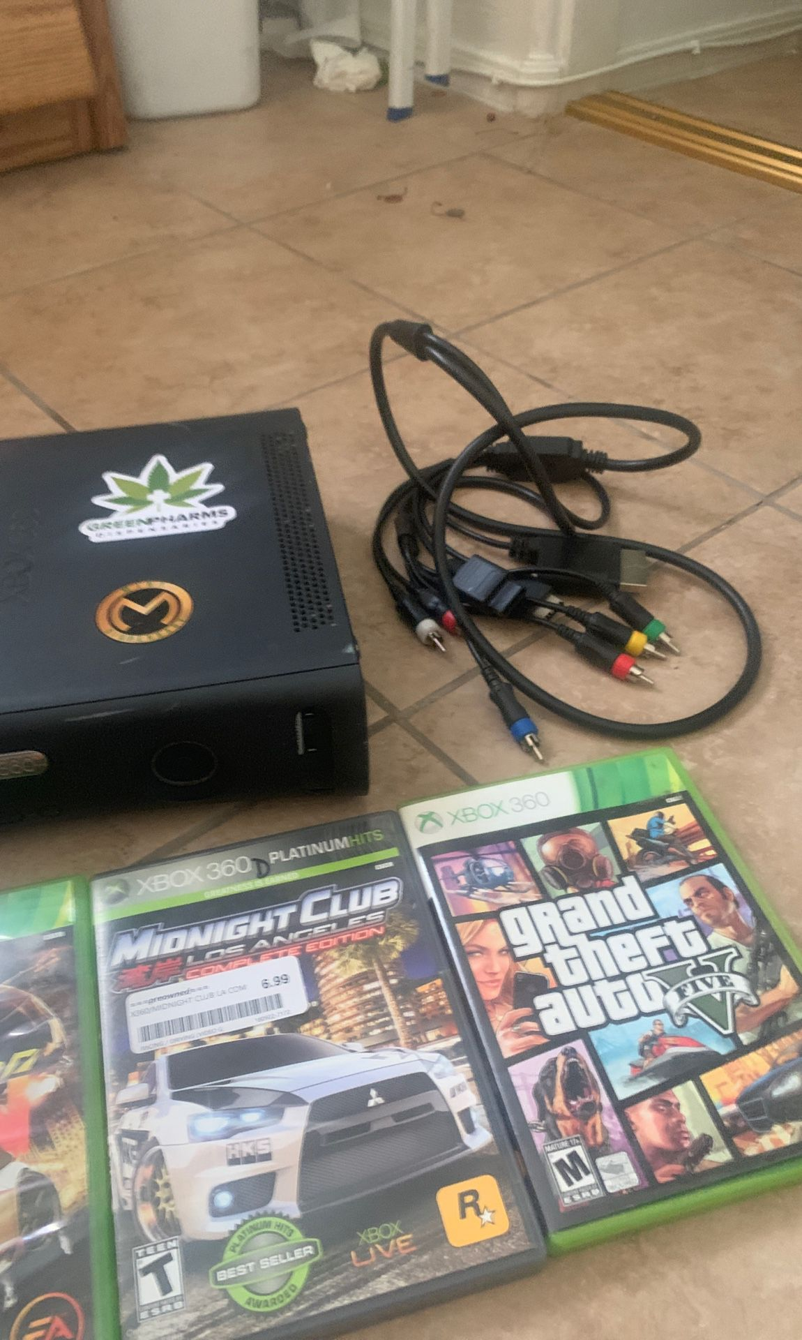 X Box 360 barely used , works great!!