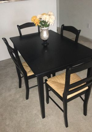 Table and chairs for Sale in Davie, FL