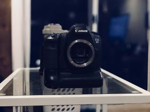 Canon 6D (Body Only) w/ Battery Grip for Sale in Rockville, MD