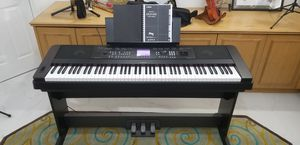 Photo Yamaha DGX-650 Digital Piano (w/ SP7 pedal unit)