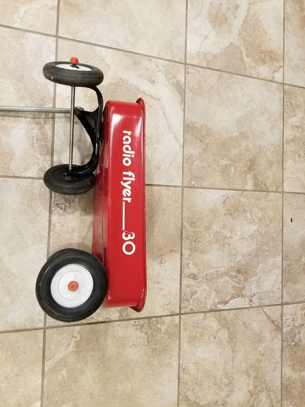 This is a very collectable smaller frame radio flyer wagon. #80. It ...