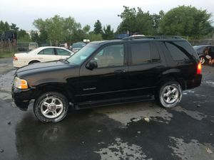 2004 Ford Explorer Xlt 200k Hwy miles Clean runs and Drives 3rd row!!! for Sale in Temple Hills, MD