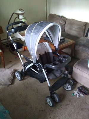 Graco RoomFor2 Sit & Stand Double Stroller for Sale in Beaverton, OR