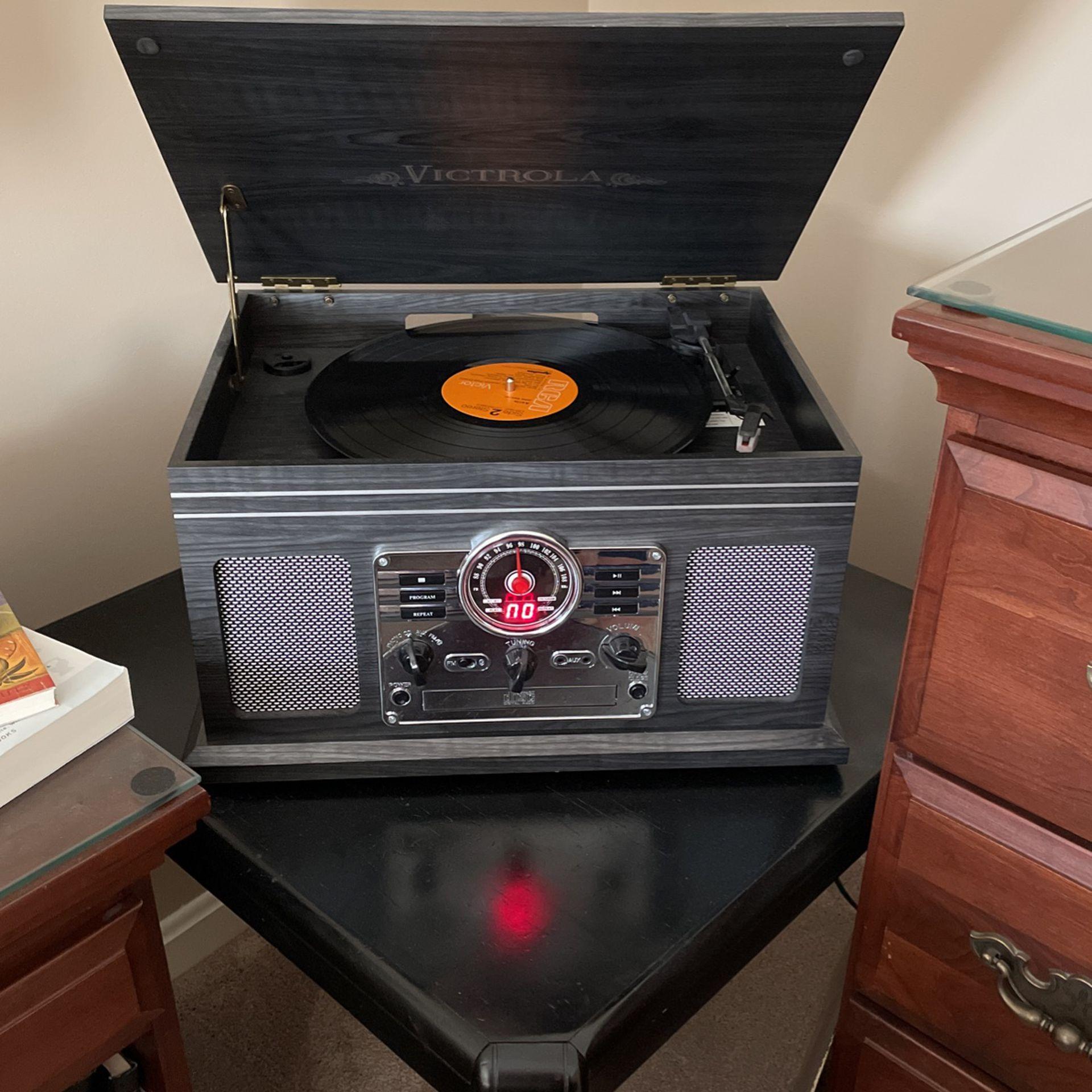 Victrola Record/CD/Tape/AUX/Bluetooth/Radio