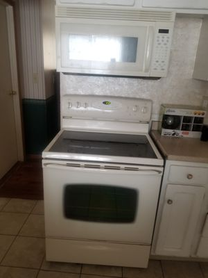 May tag glass top stove and microwave for Sale in Tacoma, WA