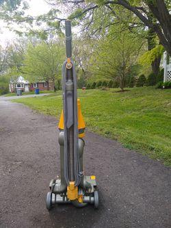 Dyson DC07 Vacuum Thumbnail