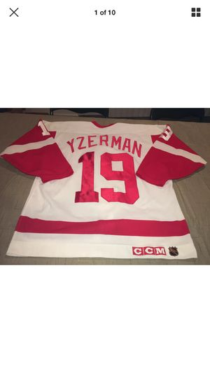 Photo Steve Yzerman Detroit Red Wings CCM Authentic Jersey 48 White Clean Nhl