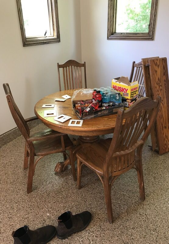 Solid oak kitchen table. Amish made for Sale in Palos Park, IL - OfferUp