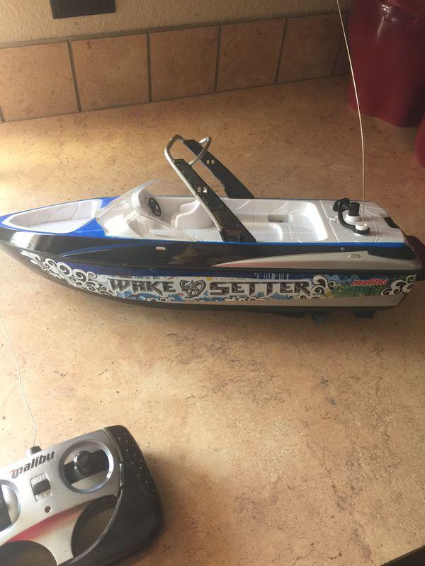 Wake setter Malibu toy boat (Boats & Marine) in Killeen, TX - OfferUp
