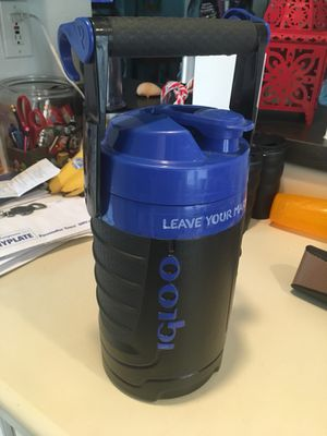 Igloo 2 quart hanging cooler for Sale in Los Angeles, CA