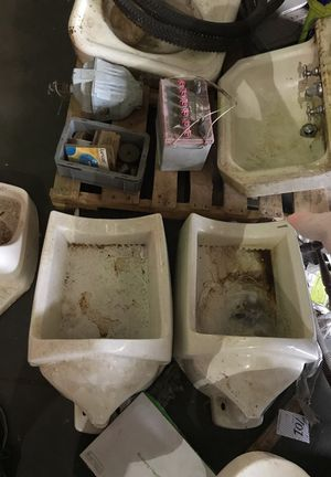 Have 3 Urinals for Sale in East Saint Louis, IL
