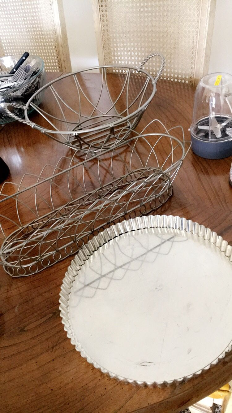 Kitchen metal baskets & tart pan