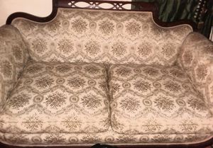 Antique Victorian love seat couch for Sale in Leesburg, FL