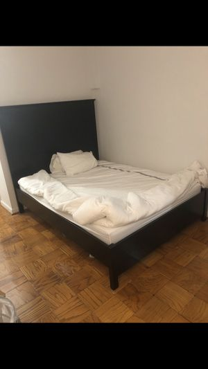 Queen bed frame with headboard/ UNTIL SUNDAY NIGHT for Sale in Washington, DC