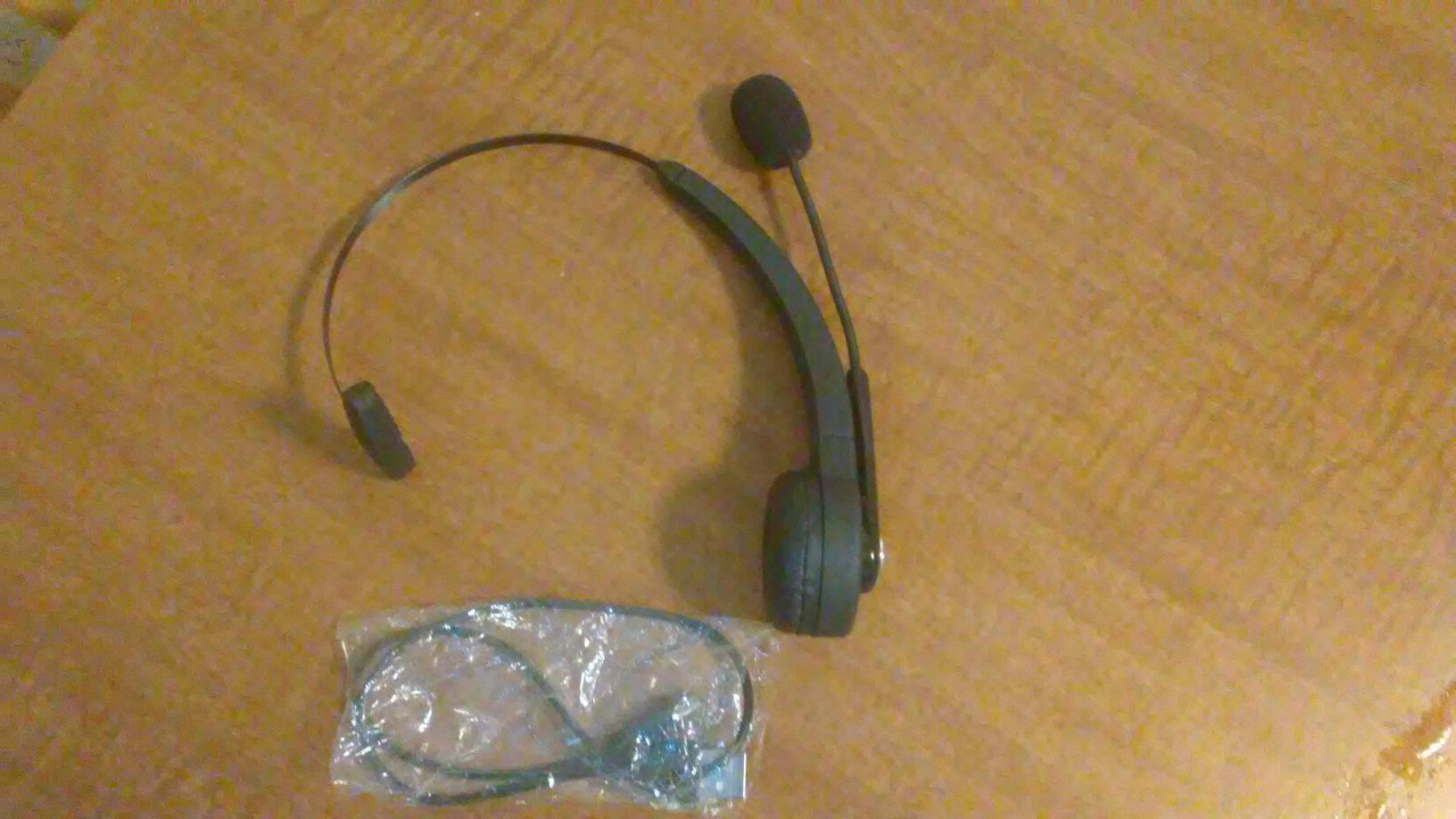 PS3 HEADSET. COMES WITH. WIRELESS CHARGER