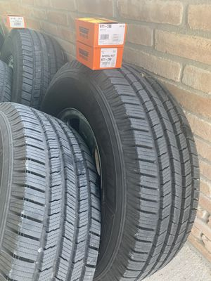 Photo Tires & Wheels (Michelin Defenders 285/70/R17)