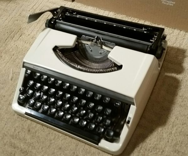 Vintage Sears Portable Manual Typewriter 268 52100 Tested MINT/PERFECT  Tested 100% for Sale in Davie, FL - OfferUp