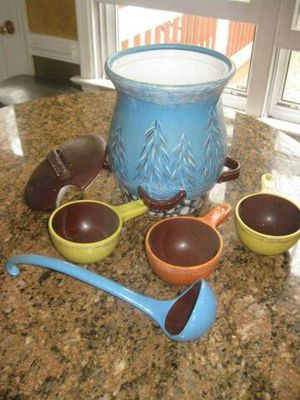 Woolrich Chatham run kitchen chili pot with bowls, 5-pc for Sale in Midlothian, VA