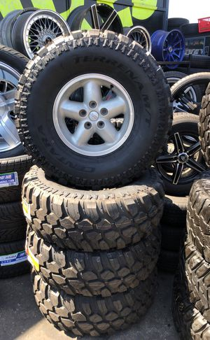 15 inch jeep rims with brand new tires for Sale in Commerce, CA