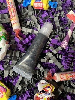 Halloween black lipgloss with holographic glitter(Addam Family🧛🏻♀️) Thumbnail