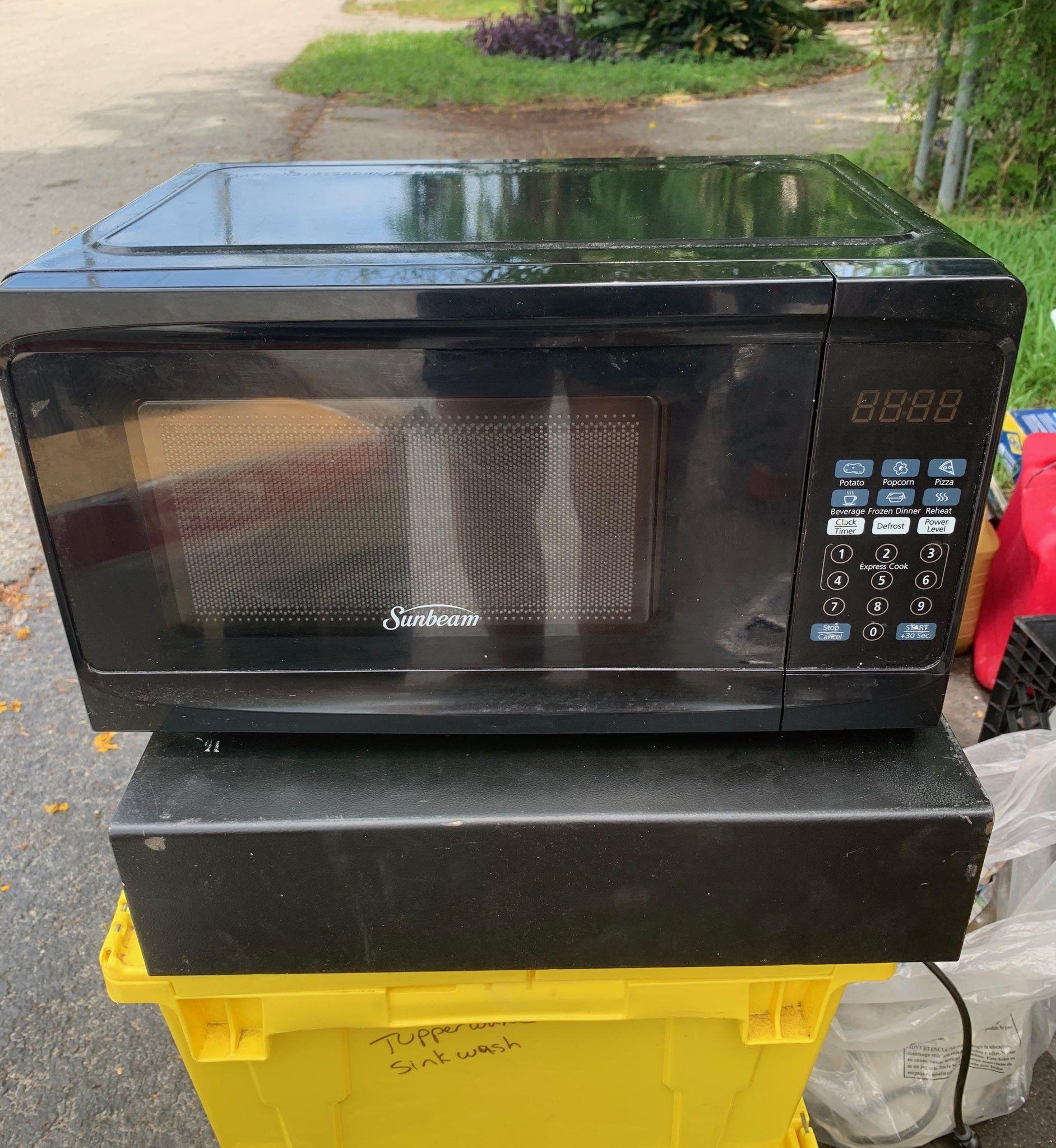 Sunbeam microwave. Used 2 times.